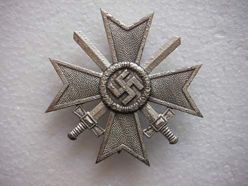 Click image for larger version.  Name:Kriegsverdienstkreuz 1.Klasse mit Schwertern unmarked 3.jpg Views:223 Size:287.7 KB ID:435387