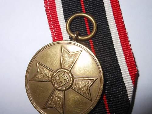 Kriegsverdienstmedaille with patterned suspension ring.