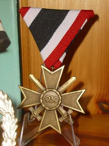 57er Kriegsverdienstkreuz 2.Klasse mit Schwertern on trifold.......