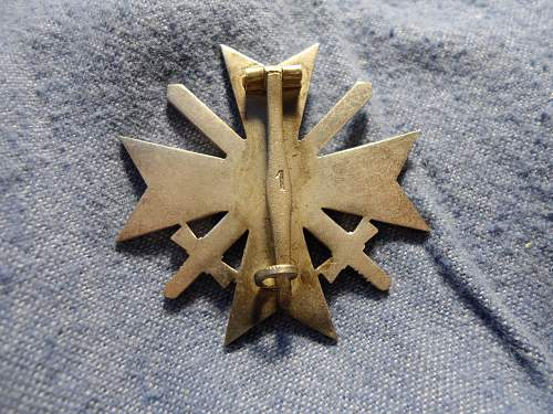 Kriegsverdienstkreuz 1.Klasse mit Schwertern cased for review