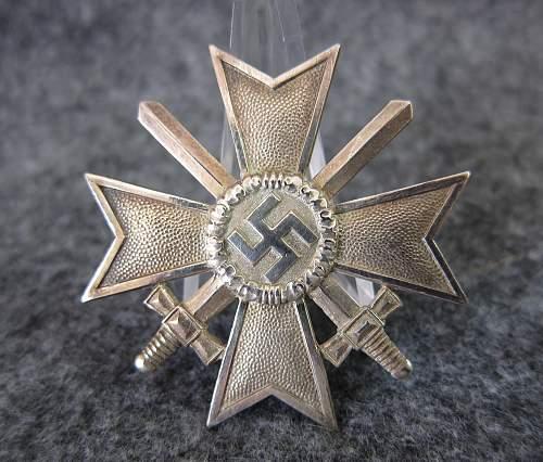 Kriegsverdienstkreuz 1.Klasse mit Schwertern - Deschler (1) - Original/Fake?