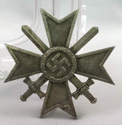 Kriegsverdienstkreuz 1. klasse, 77 or 22 MM Thoughts?