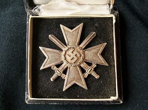 Cased Kriegsverdienstkreuz 1.Klasse mit Schwertern for review