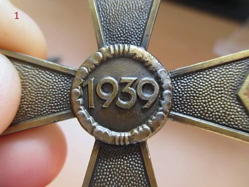 Kriegsverdienstkreuz 2. Klasse Ohne Schwertern fake/original? Please help if you can.