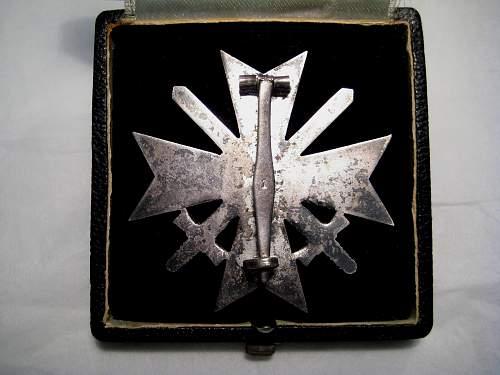 Cased Kriegsverdienstkreuz 1.Klasse mit Schwertern - Unmarked?