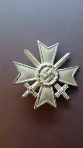 opinions on this Kriegsverdienstkreuz 1.Klasse mit Schwertern.