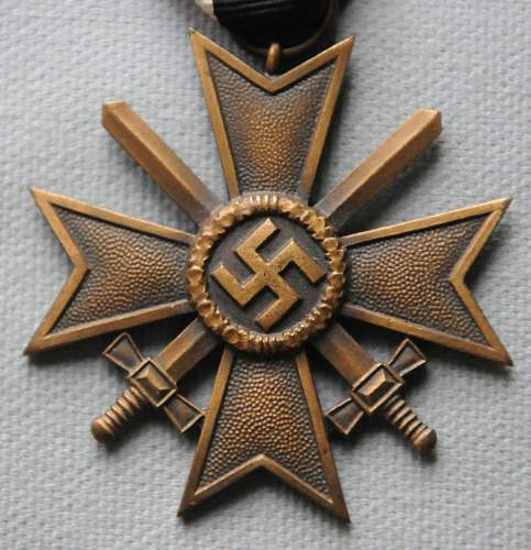 Click image for larger version.  Name:1 War Merit Cross front.jpg Views:63 Size:206.6 KB ID:944491