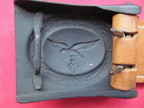 Luft buckle and tab