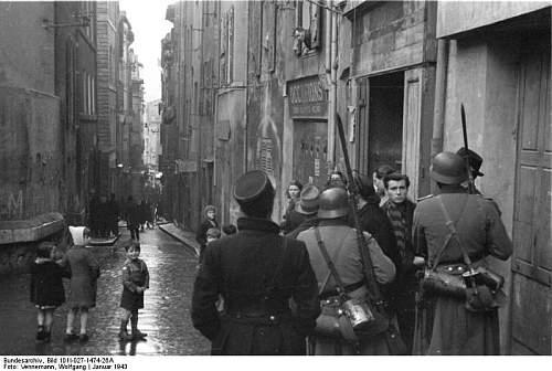 Click image for larger version.  Name:Bundesarchiv_Bild_101I-027-1474-26A%2C_Marseille%2C_Hafenviertel__Razzia.jpg Views:157 Size:70.1 KB ID:300876