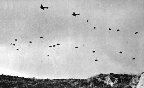 Click image for larger version.  Name:German_paratroopers_jumping_From_Ju_52s_over_Crete.jpg Views:22 Size:166.1 KB ID:682740