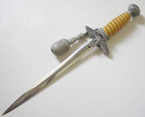 Click image for larger version.  Name:Luftwaffe dagger 003.jpg Views:1773 Size:105.7 KB ID:82622