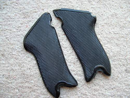 Click image for larger version.  Name:luger grips 005.jpg Views:43 Size:228.3 KB ID:598252