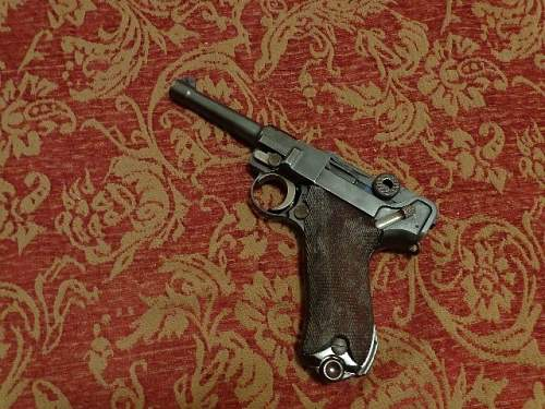 """1929 DWM 1933 """"sneak"""" Luger - Matching but what about the grips?"""