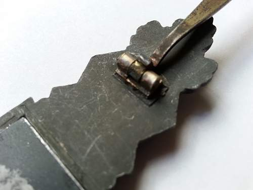 Denazified Nahkampfspange in Silber S&L