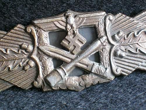 Nahkampfspange in Bronze by Juncker
