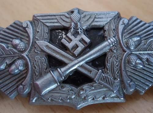 Nahkampfspange im Silber: F&BL