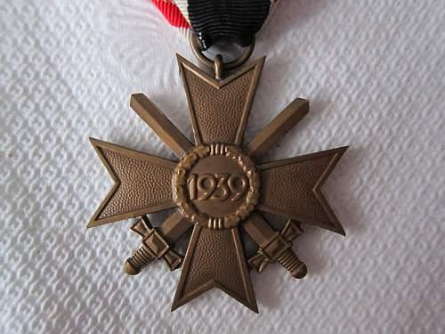 Click image for larger version.  Name:KVK II-S Unmarked (Kreigsverdienstkreuz mit Schwertern 2 (5).jpg Views:78 Size:247.4 KB ID:299354