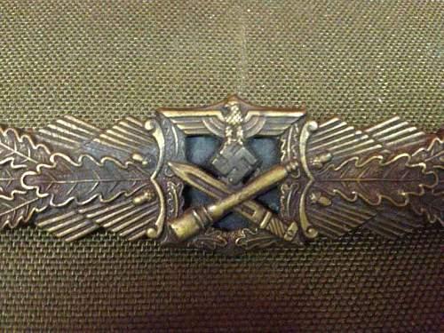 Nahkampfspange in bronze.