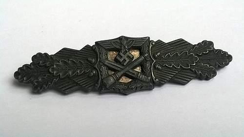 Nahkampfspange (close combat clasp)