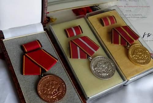 Medaille fur Treue Dienste in der Nationalen Volksarmee  10 Years silver (900) type 4