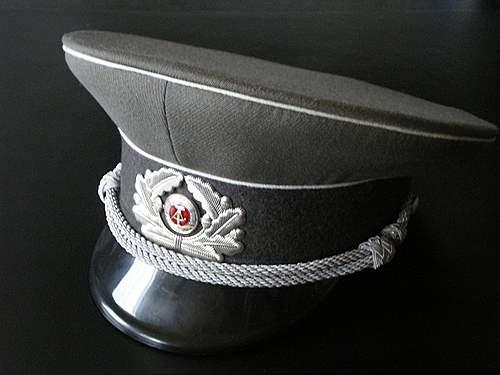 Click image for larger version.  Name:NVA-Offiziersmütze-1.JPG Views:198 Size:133.2 KB ID:377086