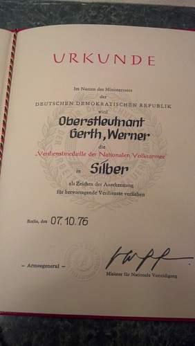 Verdienstmedaille/Urkunde