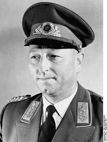 Click image for larger version.  Name:Bundesarchiv_Bild_183-86485-0005,_Siegfried_Riedel.jpg Views:100 Size:71.5 KB ID:547097