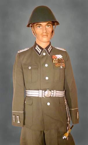 Click image for larger version.  Name:black collar infantry officer parade copy.jpg Views:1024 Size:218.4 KB ID:851120