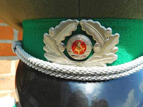 Click image for larger version.  Name:GST DDR.service dress.cap badge detail.jpg Views:4 Size:230.4 KB ID:974912