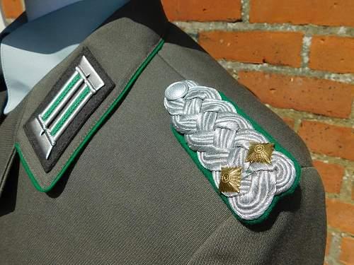 Click image for larger version.  Name:GST DDR.service dress.jkt schulterklappe.jpg Views:8 Size:232.4 KB ID:974917