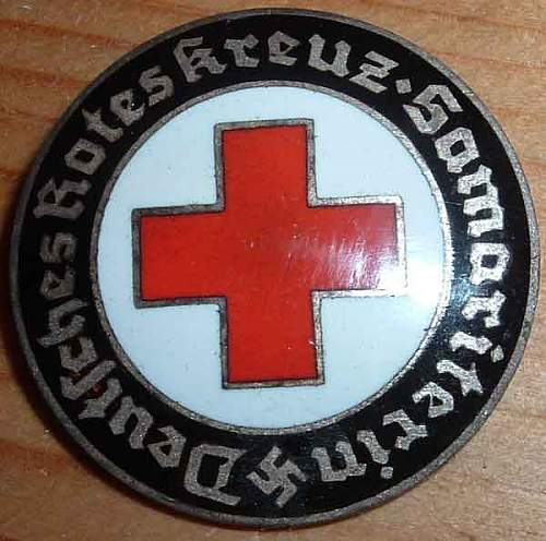 DRK Samariterin Badge - Authentic ?