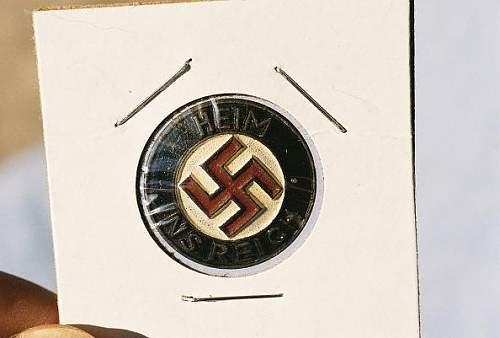 Heim ins Reich pin - original or fake?