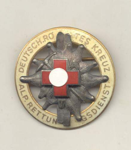 NEED HELP: several metal red cross badges for sale, fake or not?