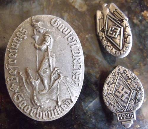 Interesting Gaufest Tinnie & a couple of HJ pins
