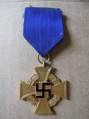 Click image for larger version.  Name:Treudienst-Ehrenzeichen für 40 Jahre (obverse 1).JPG Views:44 Size:189.7 KB ID:321212