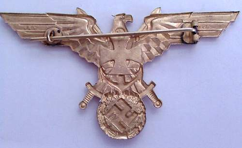 Click image for larger version.  Name:12) KM WW1 Veterans Breast badge reverse.jpg Views:123 Size:58.4 KB ID:346695