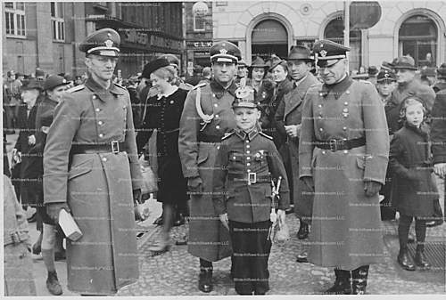 Click image for larger version.  Name:Tag der Police Photo.jpg Views:105 Size:153.5 KB ID:376412