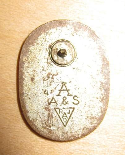 Click image for larger version.  Name:nazi shovel pin back.jpg Views:119 Size:134.5 KB ID:379650