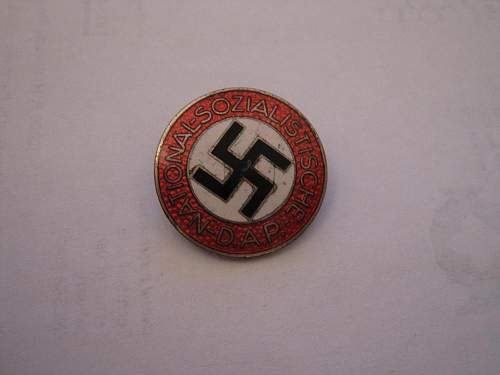 Hello all, could you help me with party badge Im thinking of purchasing