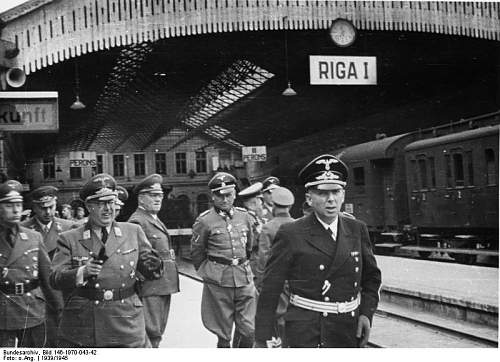 Click image for larger version.  Name:Bundesarchiv_Bild_146-1970-043-42%2C_Lettland-Riga%2C_Ankunft_von_Hinrich_Lohse_mit_Offizieren_a.jpg Views:716 Size:70.4 KB ID:40034