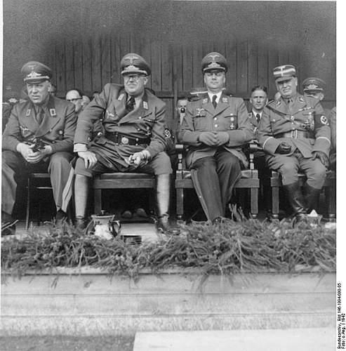 Click image for larger version.  Name:591px-Bundesarchiv_Bild_146-1994-090-05%2C_Drechsler%2C_Lohse%2C_Rosenberg%2C_v__Medem.jpg Views:3075 Size:66.2 KB ID:40035