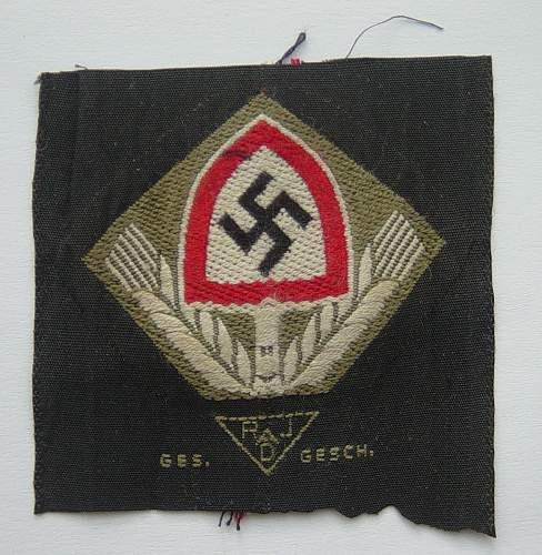 Click image for larger version.  Name:RAD cloth cap badge 001.jpg Views:60 Size:210.2 KB ID:452075
