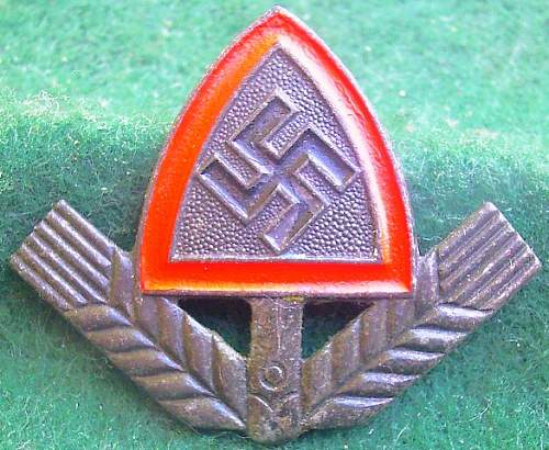 Click image for larger version.  Name:126) RAD cap badge - zinc.jpg Views:59 Size:170.5 KB ID:455406