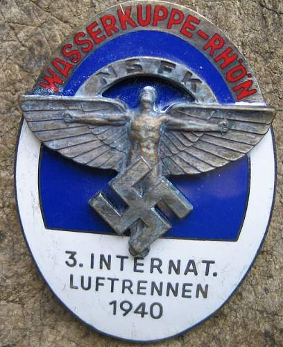 N.S.F.K. 3. INTERNAT. LUFTRENNEN 1940 + other badge