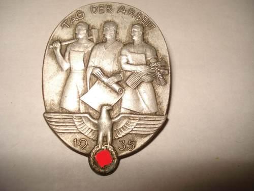 Name:  iii-reich-insignia-dia-nacional-del-trabajo-1935-original-12451-MLA20060481334_032014-O.jpg Views: 112 Size:  22.1 KB