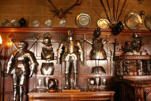 Click image for larger version.  Name:Warwick_Castle_Armor_by_FoxStox.jpg Views:30 Size:70.4 KB ID:702598