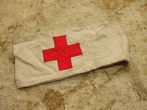 fake heer medics armband (too bad pictures to comment?)?