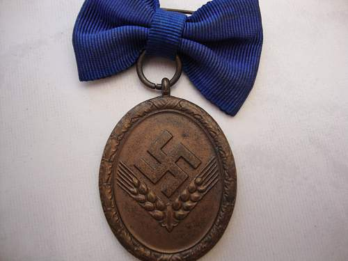 Click image for larger version.  Name:medals 011.jpg Views:99 Size:232.9 KB ID:75225