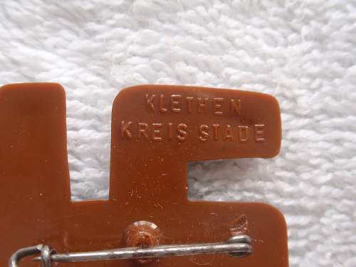 Click image for larger version.  Name:Reverse plastic swastika Klethern Kreis stad back1.jpg Views:62 Size:143.0 KB ID:759717
