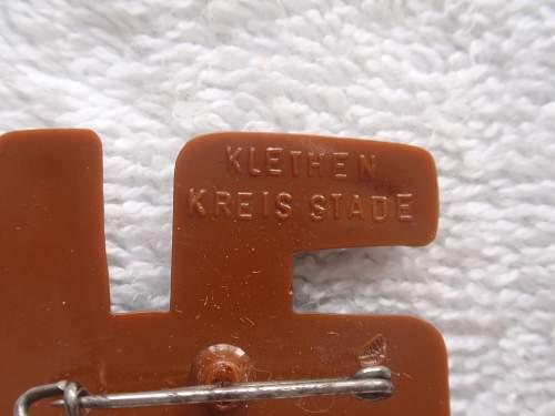 Click image for larger version.  Name:Reverse plastic swastika Klethern Kreis stad back1.jpg Views:124 Size:143.0 KB ID:759717